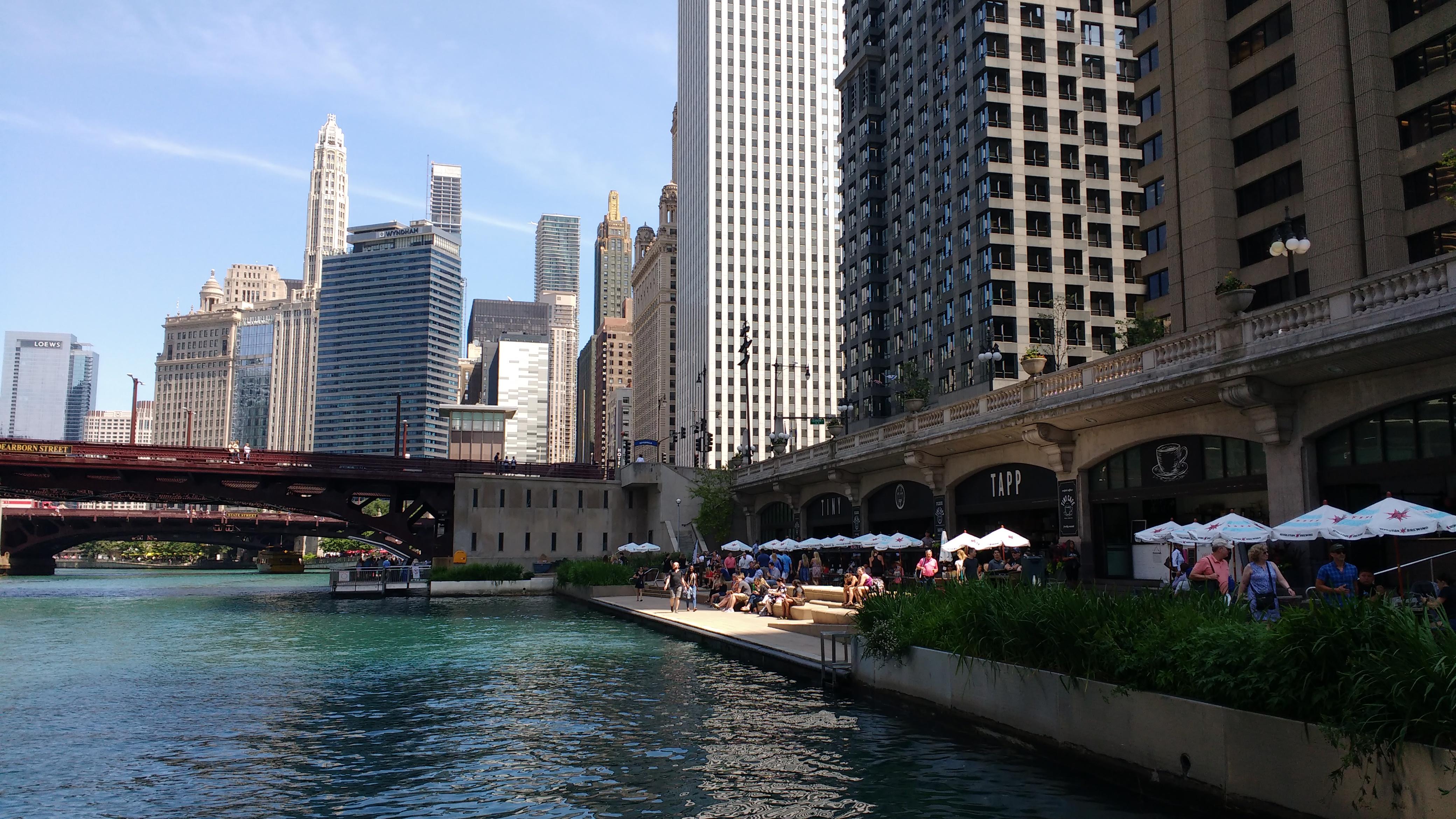 ChicagoRiverwalk1